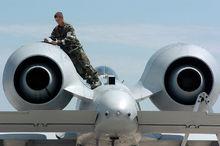 保养中的A-10发动机
